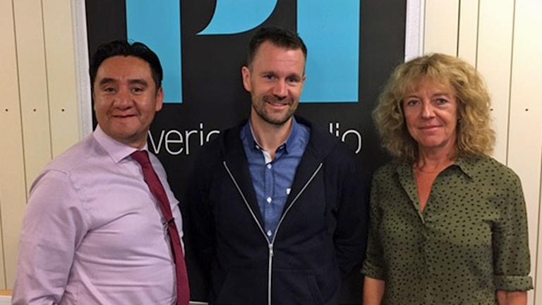 Frigivne Johan Gustafsson tillsammans med Studio Etts programledare Pablo Dalence och Margit Silberstein.
