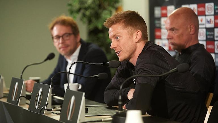 Anders Christiansen har skrivit på ett nytt kontrakt med MFF som presenterades vid Malmö FF:s presskonferens på Stadion inför morgondagens match mot FC Köpenhamn i Europa League-mötet i fotboll.