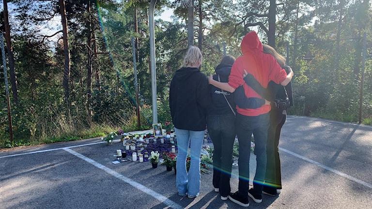 Vännerna sörjer dödade 16-åringen