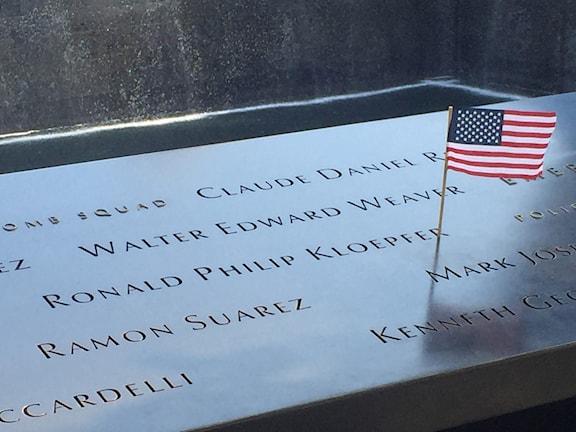 Minnesmuren med namnen på alla de som dödades i attackerna.