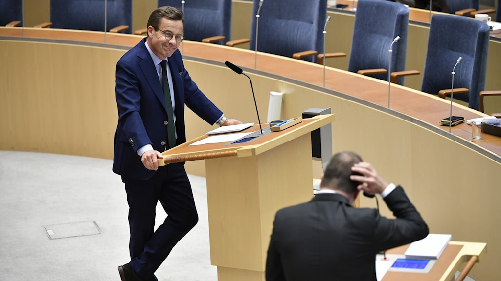 Moderate leader Ulf Kristersson and Prime Minister Stefan Löfven debate in the chamber.