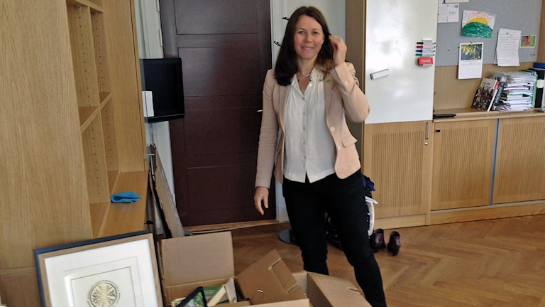 På Miljödepartementet packar Åsa Romson sina saker.