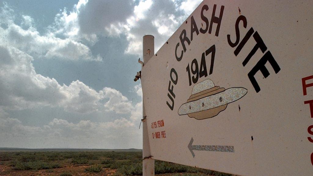Skylt som visar till vart man tror att ett UFO har kraschat i Roswell, New Mexico