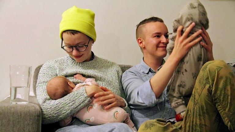 För Emil och Olivia var det en stor lättnad att Emils kön blev bekräftat före barnen