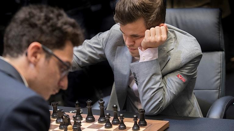 Fabiano Caruana och Magnus Carlsen.