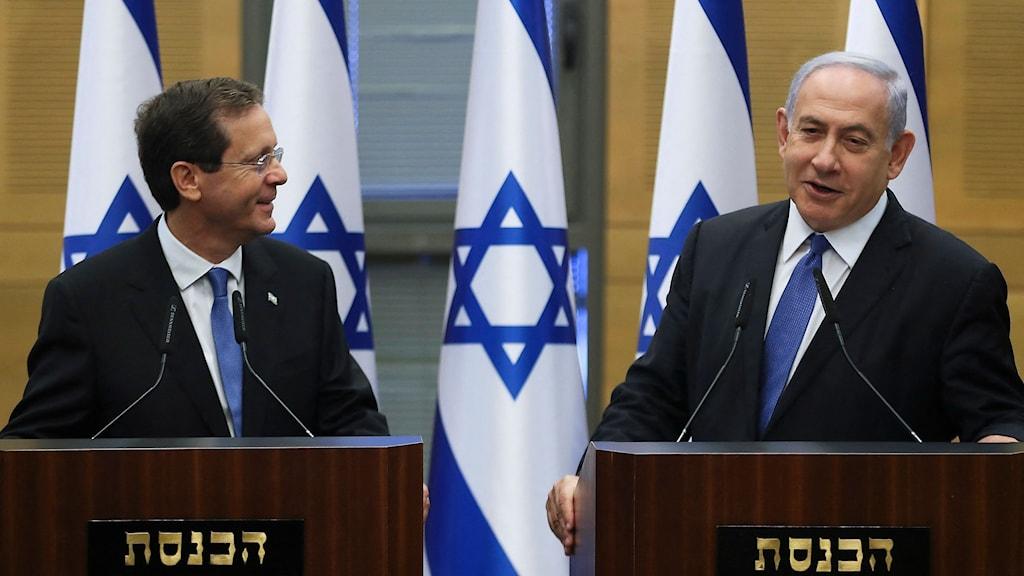 Till vänster, Israels nye president Isaac Herzog, till höger Isarels premiärminister Benjamin Netanyahu.