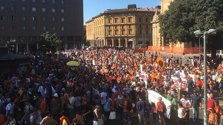 """Vaccinmotståndare """"No vax"""" demonstrerar emot den nya italienska lagen som gör tio vaccinationer obligatoriska för alla barn. Demonstranterna vill att vaccinationer ska vara frivilliga."""