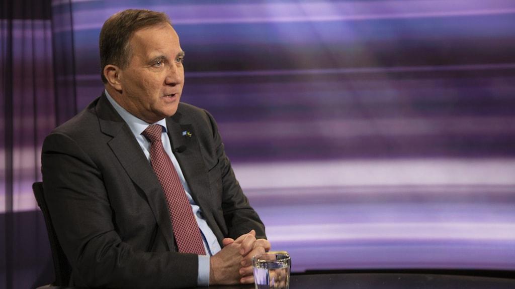 Statsminister Stefan Löfven intervjuas av Anders Holmberg.