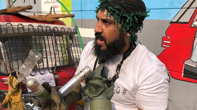 Tuk-Tuk Hamsa visar upp granater och tomhylsor