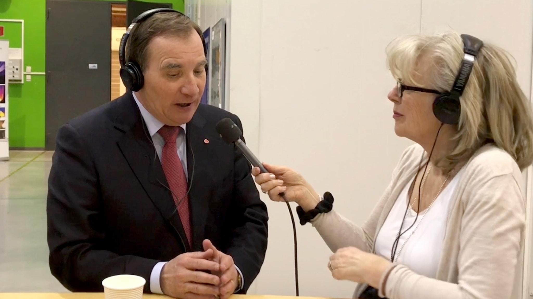 Stefan Löfven blir intervjuad