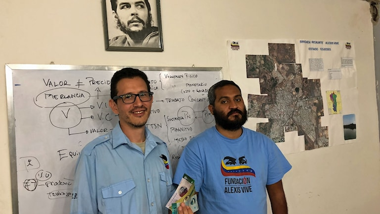 Den regeringslojala organisationen Alexis Vive har börjat trycka sin egen lokala valuta Panal för att dämpa kontantbristen i Venezuela.