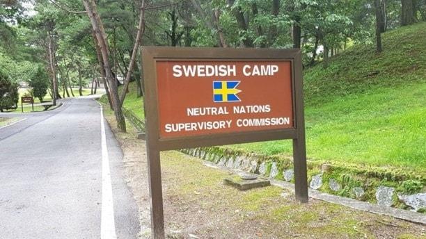 svenska officerare vid gränsen av syd- och nordkorea