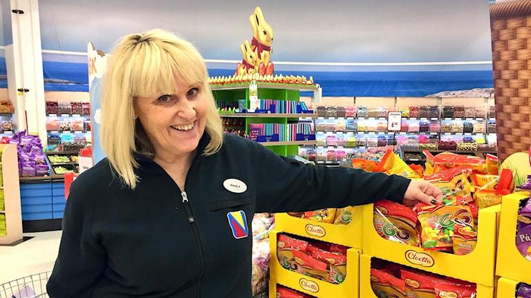 Nu till påsk väntas norska kunder köpa stora mängder godis, enligt Heidi Fouganthin på Nordby Supermarket, som lever på gränshandel.