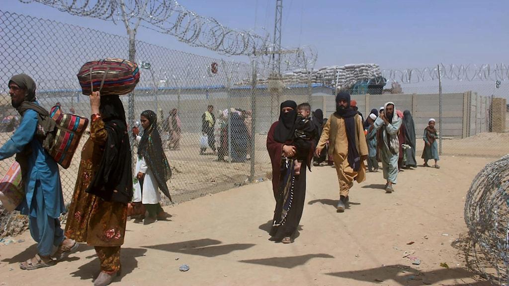Människor vid gränsövergången mellan Pakistan och Afghanistan