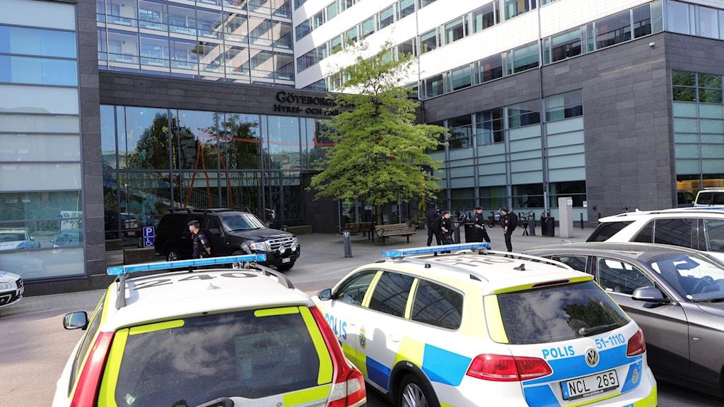 Polisbilar framför Göteborgs tingsrätt
