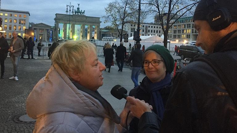 Hella Schmidt blir intervjuad Magnus Thorén.