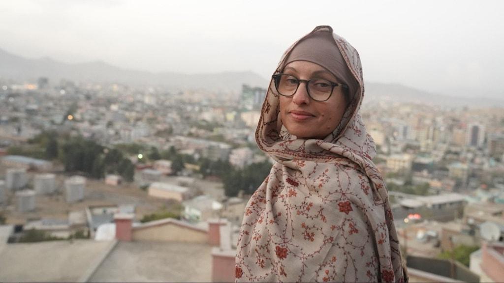 kvinna, glasögon, utomhus