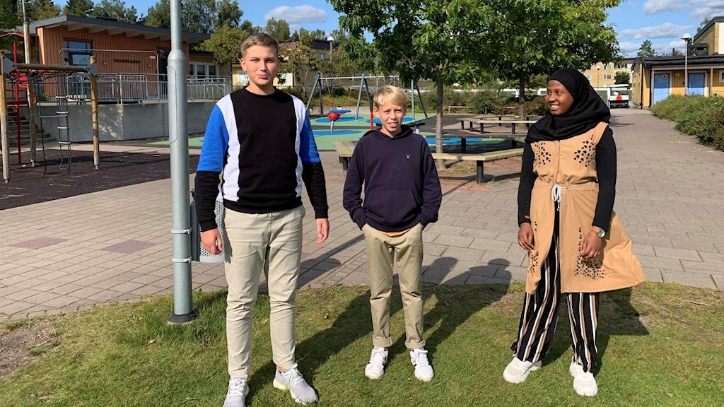 Sjätteklassarna Anes, Christoffer och Aisha på Gullviveskolan i Gislaved.