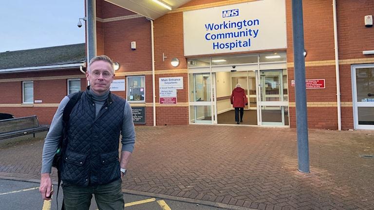 Daniel Alling utanför sjukhuset i Workington i nordvästra hörnet av England.