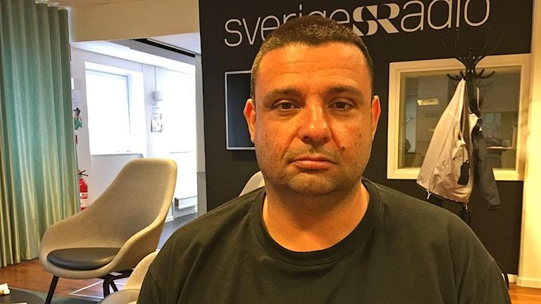 Hassan Zubier blev knivhuggen när han försökte hjälpa en svårt skadad kvinna på Salutorget i Åbo, Finland.