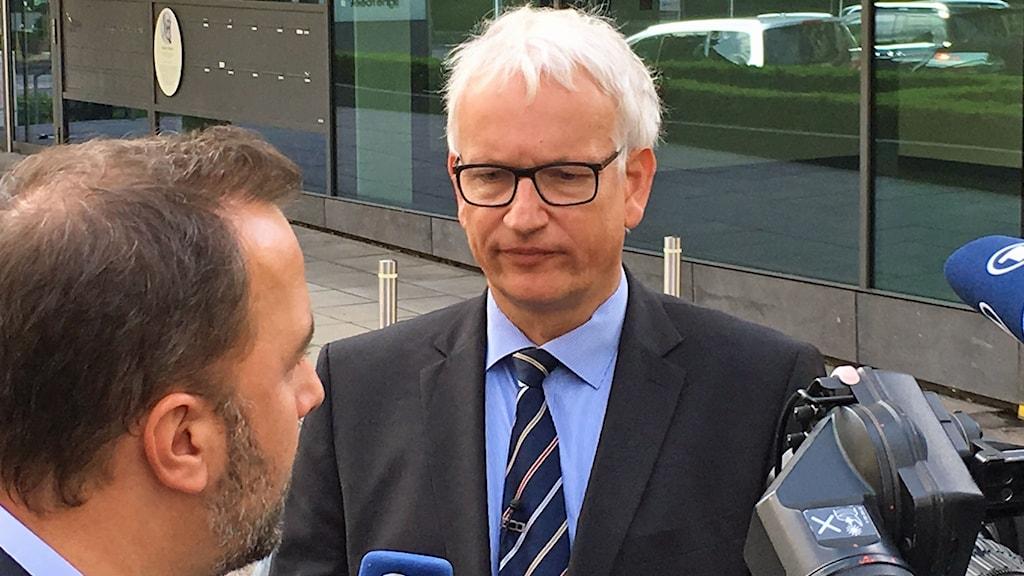Jürgen Resch på miljöorganisationen driver just nu hela den tyska bilindustrin framför sig.
