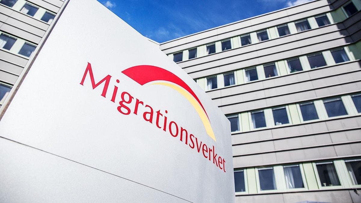 """En skylt med texten """"Migrationsverket."""""""