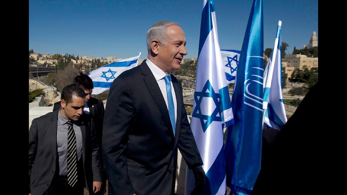 Premiärminister Benjamin Netanyahu anländer till Jerusalem i dag för att möta pressen. Foto: AP Photo/Sebastian Scheiner/Scanpix