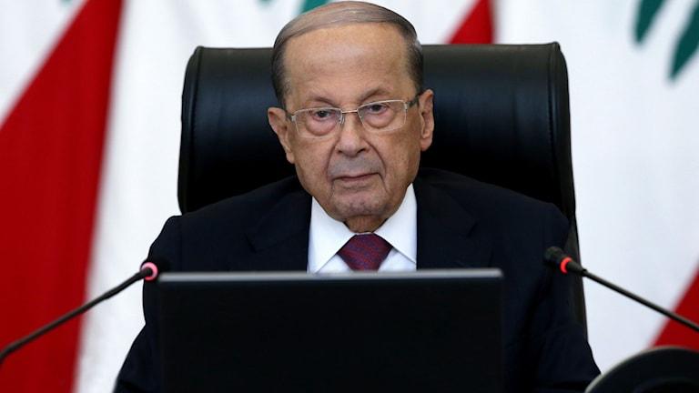 Libanon har hamnat i djup ekonomisk kris. Det vittnas om en allt större desperation inom befolkningen. Och landet har skakats av våldsamma protester. I dag kallade landets president till krismöte.