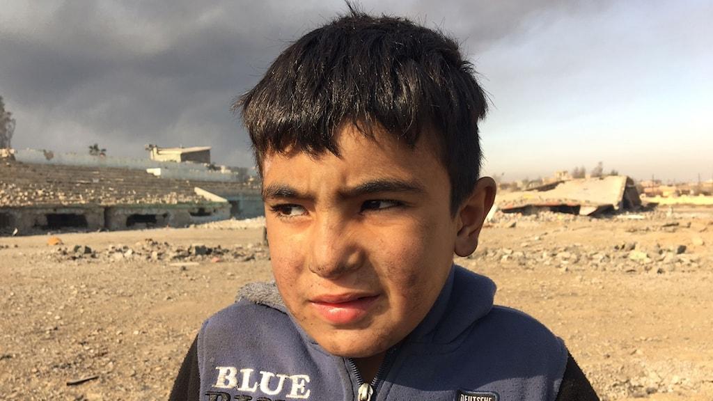 Föräldralös pojke vars mamma och syster dödades av IS.