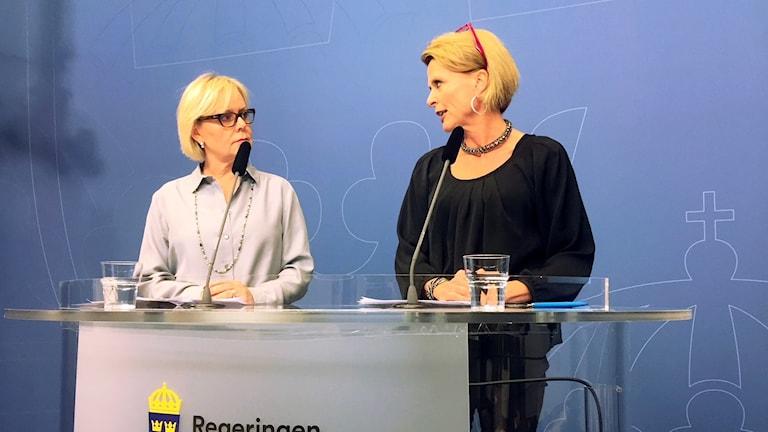 Lena Ag, till vänster, är generaldirektör för Jämställdhetsmyndigheten.