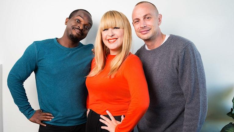 Kodjo Akolor, Linnea Henriksson och Petter Alexis Askergren är årets programledartrio i Musikhjälpen. Foto: Mattias Ahlm/Sveriges Radio