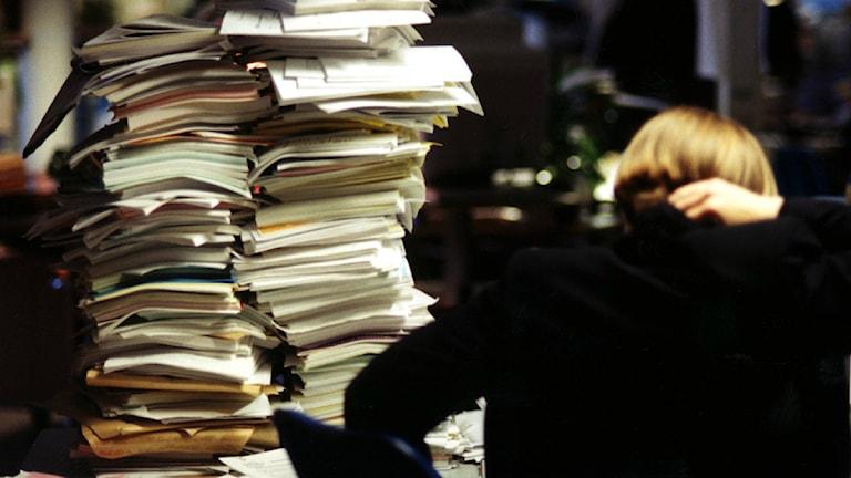 Många nya socialsekreterare kastas rakt in i en tuff vardag på jobbet. Foto: Pawel Flato/TT