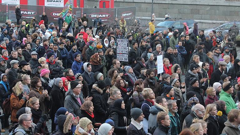 Manifestationer hålls i Stockholm, Göteborg och Malmö efter moskéattackerna i Sverige Bild: Palmira Koukkari Mbenga