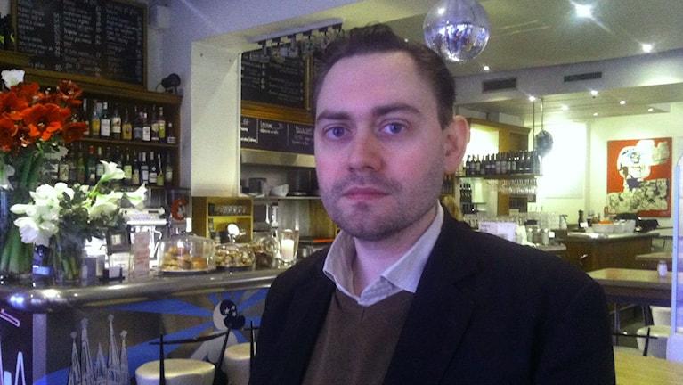 Serietecknaren och förläggaren Fabian Göranson. Foto: Palmira Koukkari Mbenga/SR