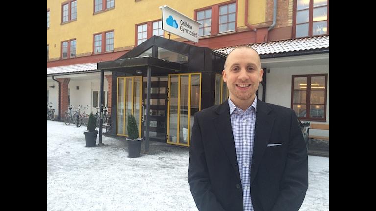 Omar Hijazi är rektor på Grillska Gymnasium Bild: Alexander Letic/Sveriges Radio