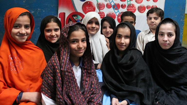Foto: Sveriges Radio. Skolflickor från Swat-regionen i Pakistan, där talibanerna försökt stoppa flickor från att gå i skola.