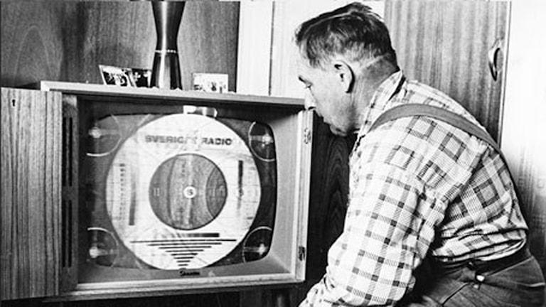 Nylonstrumpan över tv:n är ett klassiskt aprilskämt från svt. Foto: SVT-bild