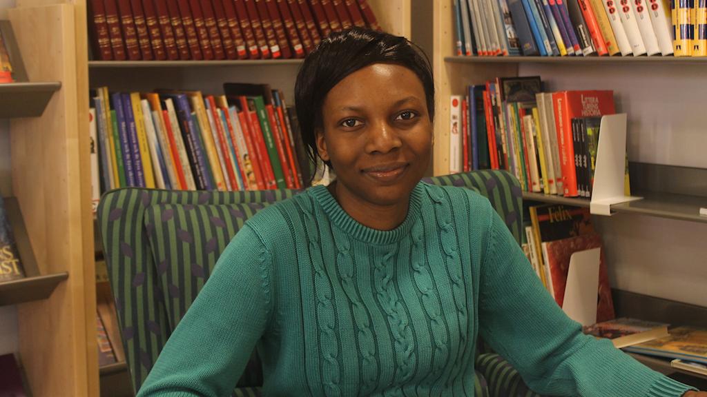 Jennifer kom till Sverige för två år sedan och vill läsa ekonomi/juridik eller samhällsvetenskap på gymnasiet. Foto: Palmira Koukkari Mbenga/SR