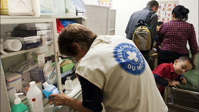 På kliniken läkare i världen hjälper volontärer människor som inte har tillgång till vård. Foto: Henrik Montgomery/TT