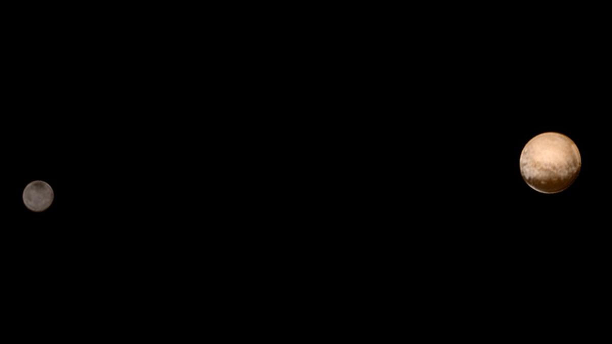 Pluto och dess största måne Charon