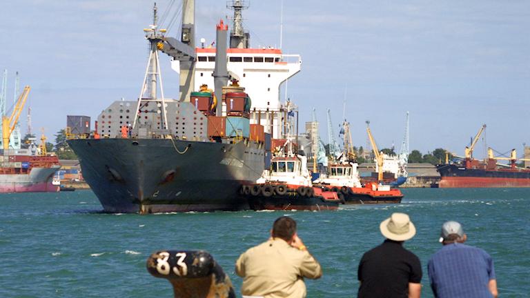 Bild på en båt i Mombasas hamn.