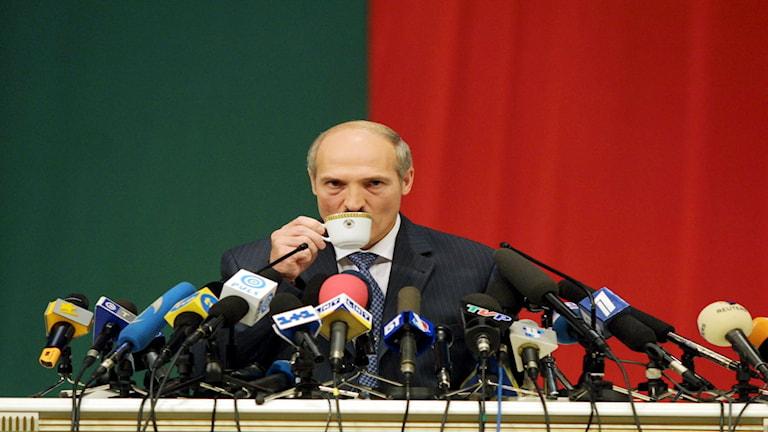 Aleksander Lukasjenko har suttit vid makten i 21 år. Foto: Sergej Grits AP/TT