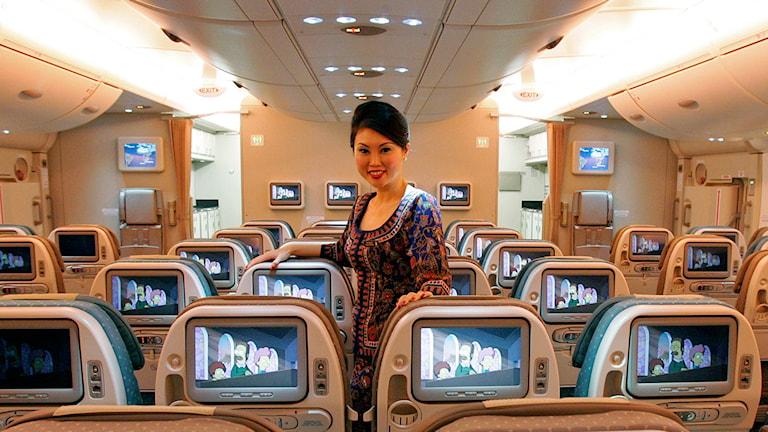 Flygvärdinna för Singapore Airlines. Foto: Wong Maye-e/TT/AP