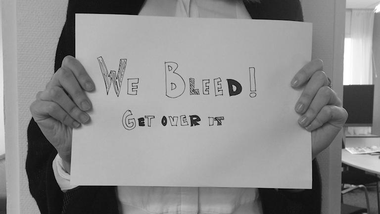 "Under hashtagen ""Happy To Bleed"" lägger unga tjejer ut bilder i protest mot att mens ses som orent. Foto: Alfred Wreeby/Sveriges radio"