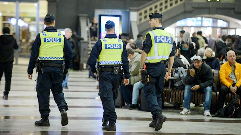 Polizisten auf dem Stockholmer Hauptbahnhof (Foto: Janerik Henriksson/TT)