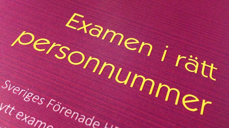 Handboken som Sveriges Förenade HBTQ-studenter nu ger ut. Foto: David Ohlsson/Sveriges Radio