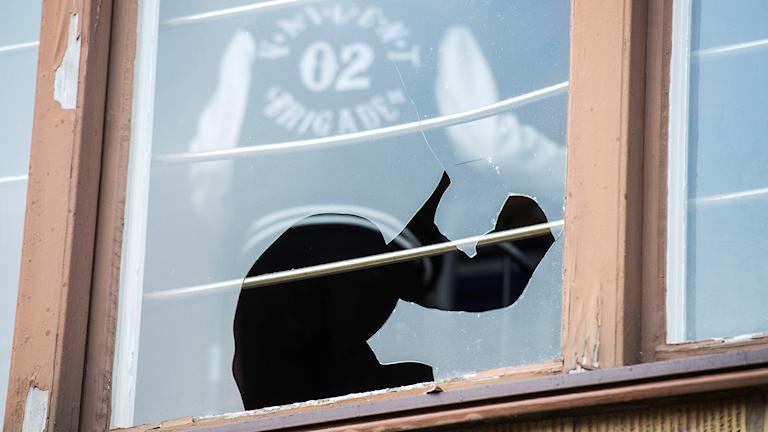 Bild på en krossad ruta. Foto: Suvad Mrkonjic/TT