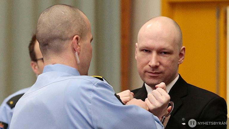 Bild på Anders Behring Breivik i rättssalen.