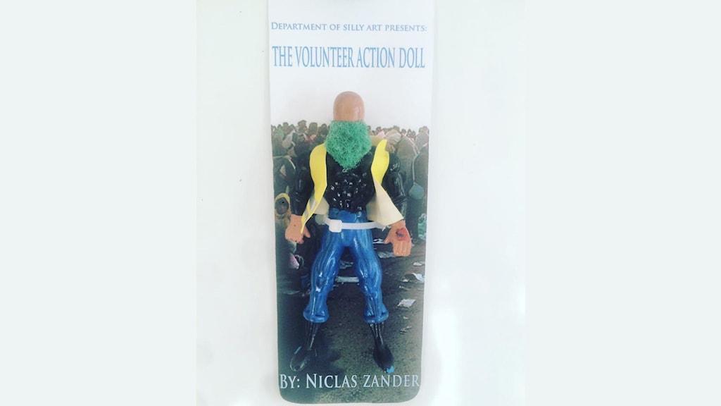 """Bild på actiondockan """"The volunteer action-doll"""""""