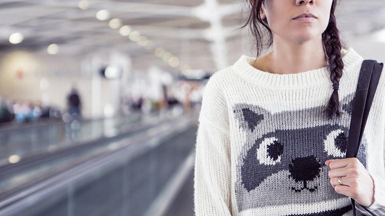 Bild på en tjej på en flygplats